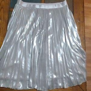 Used metallic pleated midi skirt